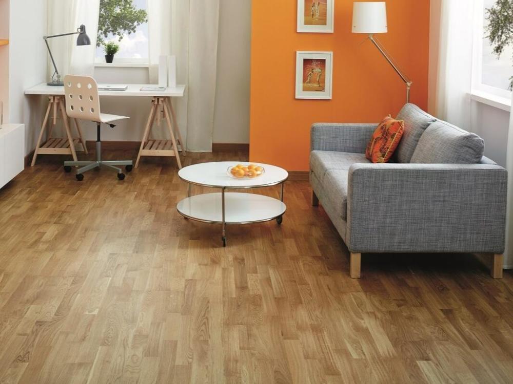 Kaufen Sie Holzboden Eiche 3 Stab Lamelle Naturlack Angebot